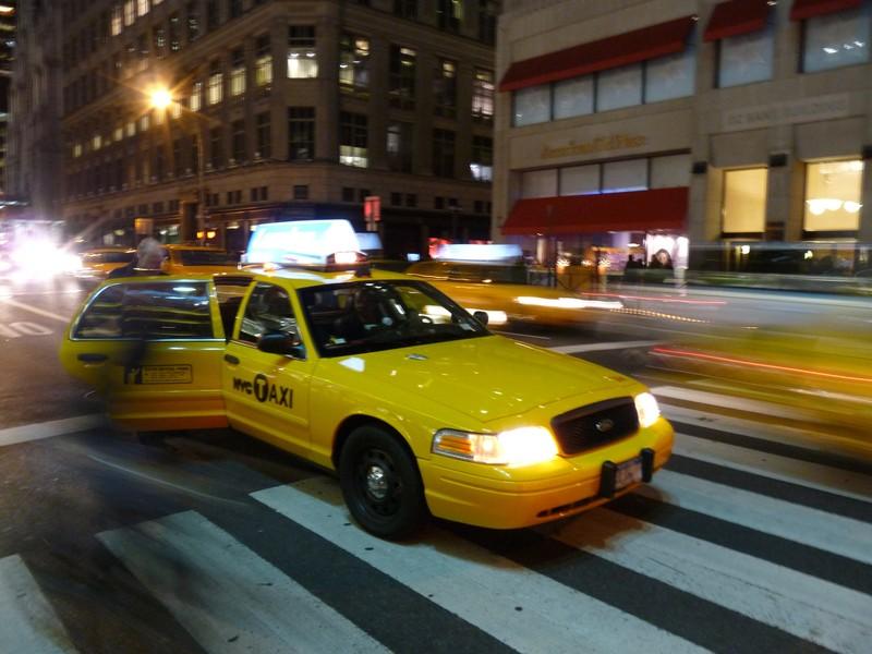 Les artistes de la Poste sinspire des taxis de New York pour concevoir la voiture postale de demain